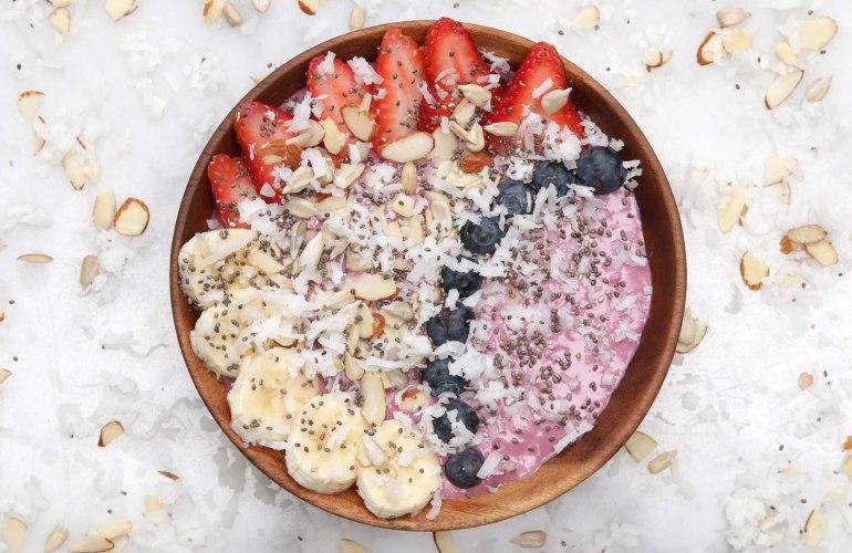 Smoothie Bowl cu fructe de padure