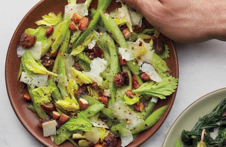 Salata cu telina, migdale si parmezan